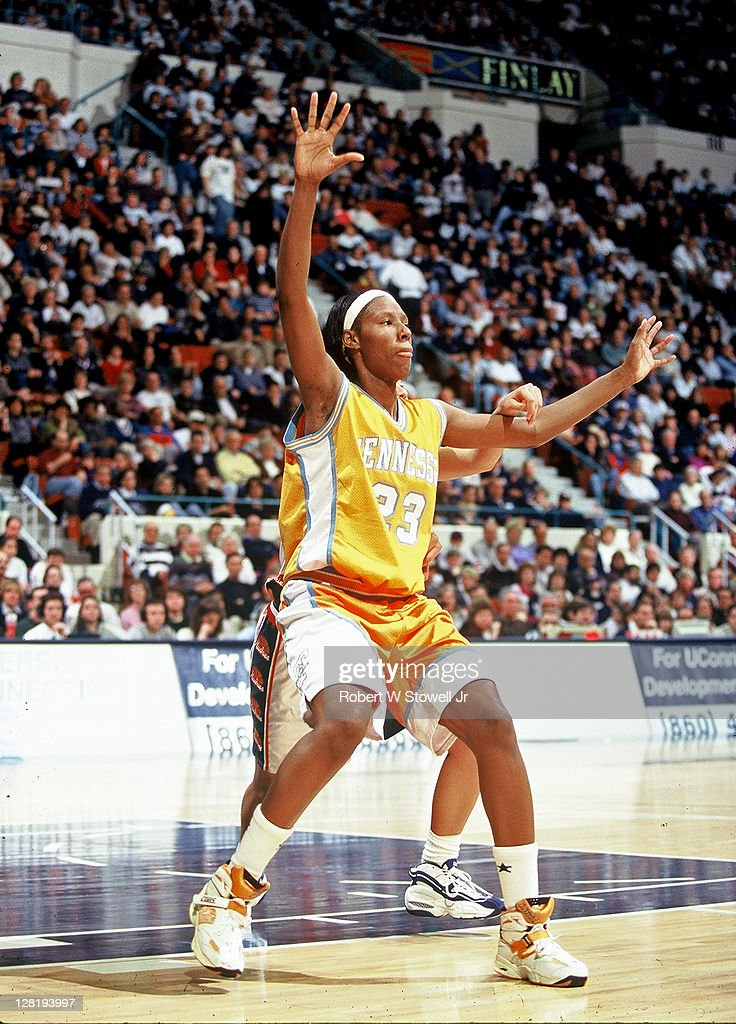 Tennessee's Chamique Holdsclaw posts up against UConn Hartford CT 1999