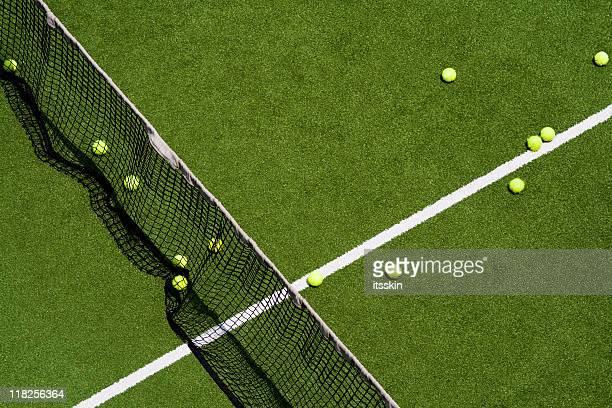 Bolas em um campo de ténis
