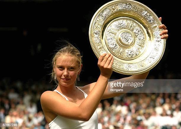 Tennis / Frauen Wimbledon 2004 London Finale Siegerin Maria SHARAPOVA / RUS 030704