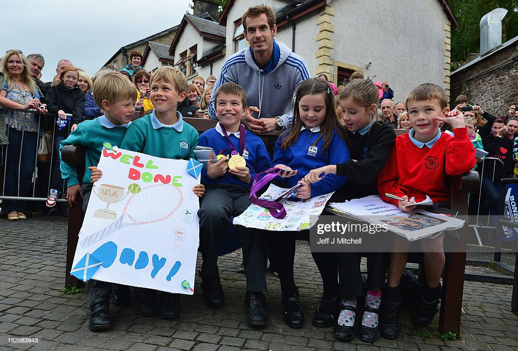Tennis player <a gi-track='captionPersonalityLinkClicked' href=/galleries/search?phrase=Andy+Murray+-+Tennis+Player&family=editorial&specificpeople=200668 ng-click='$event.stopPropagation()'>Andy Murray</a> returns to Dunblane following his win in the US Open and his gold medal in the 2012 Olympic games in London, on September 16, 2012 in Dunblane, Scotland. Thousands lined the streets of his hometown as the 25 year old returned to meet with family and friends following his summer triumphs.