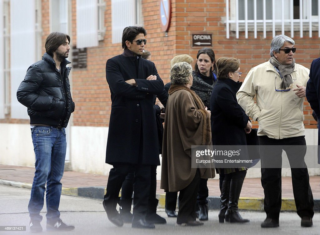 Tennis player <a gi-track='captionPersonalityLinkClicked' href=/galleries/search?phrase=Fernando+Verdasco&family=editorial&specificpeople=213930 ng-click='$event.stopPropagation()'>Fernando Verdasco</a> (2L), his father Jose Verdasco (R) and Juan Carmona (L) attend the funeral for his uncle Alberto Heras at San Isidro morgue on January 22, 2014 in Madrid, Spain.