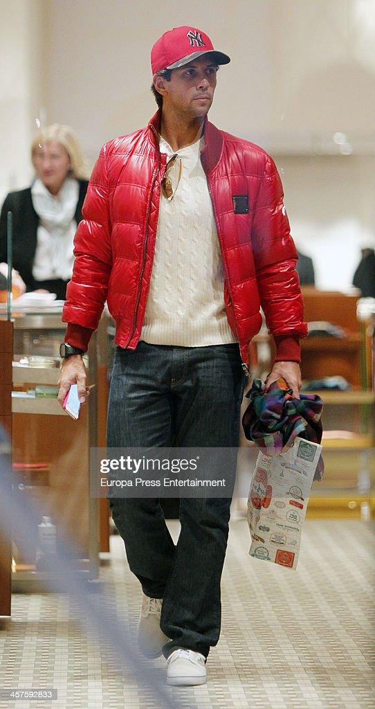 Tennis player <a gi-track='captionPersonalityLinkClicked' href=/galleries/search?phrase=Fernando+Verdasco&family=editorial&specificpeople=213930 ng-click='$event.stopPropagation()'>Fernando Verdasco</a> is seen Christmas shopping on December 17, 2013 in Madrid, Spain.