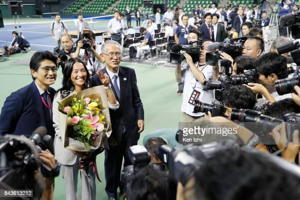 Tennis player Kimiko Date pose for photos with Nobuo Kuroyanagi and Tsuyoshi Fukui during a press conference on her second retirement at Ariake...