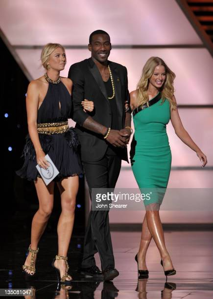 Tennis player Maria Sharapova Amar'e Stoudemire of the NBA's New York Knicks and actress Rachel Nichols present the award for 'Best Upset' onstage at...