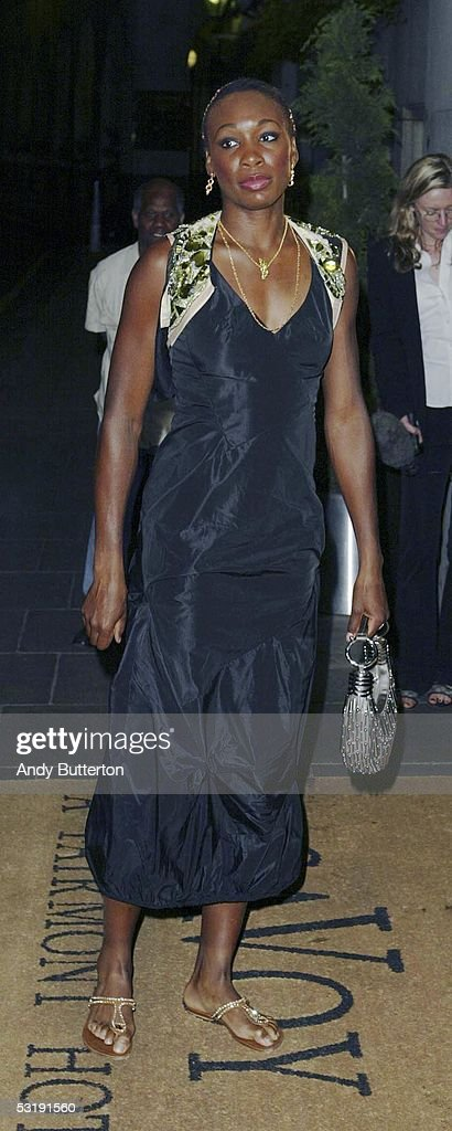 ¿Cuánto mide Venus Williams? - Real height Tennis-player-venus-williams-arrives-with-a-guest-at-the-wimbledon-picture-id53191560