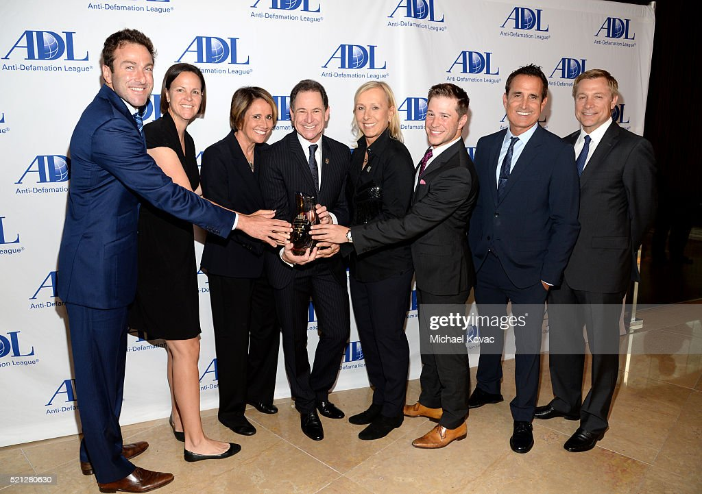 Tennis Players Justin Gimelstob and Lindsay Davenport sportscaster Mary Carillo honoree Ken Solomon tennis player Martina Navratilova and...