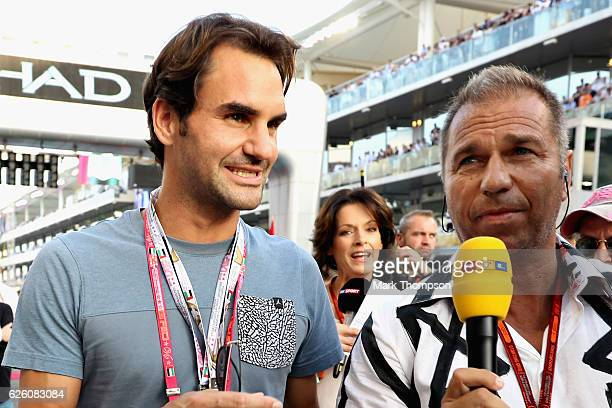 Tennis superstar Roger Federer on the grid before the Abu Dhabi Formula One Grand Prix at Yas Marina Circuit on November 27 2016 in Abu Dhabi United...