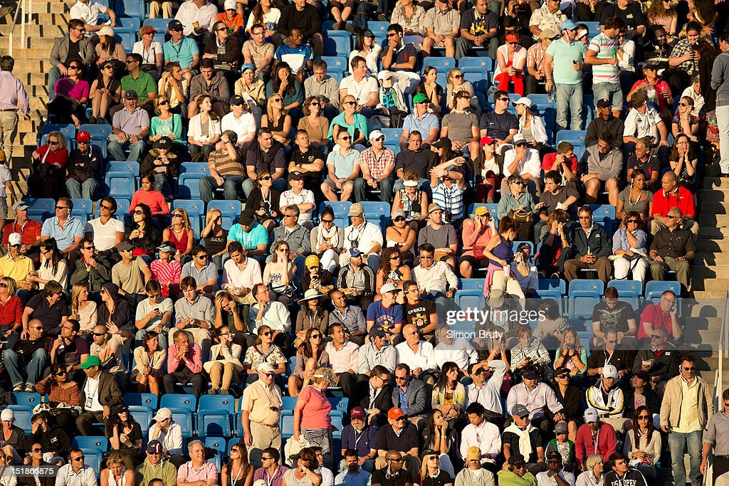 Overall view of crowd during Great Britain Andy Murray vs Serbia Novak Djokovic Men's Final at BJK National Tennis Center. Simon Bruty F252 )