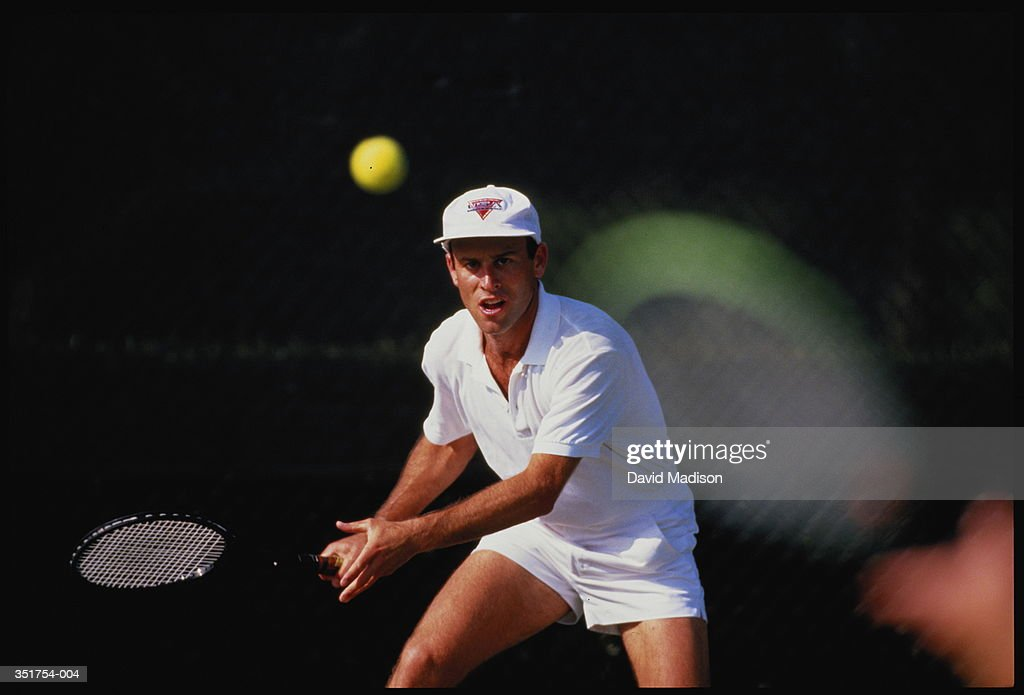 Tennis,man preparing to play forehand return : Stock Photo