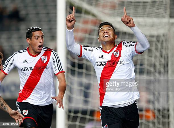 Teofilo Gutierrez celebrates after scoring during a match between Gimnasia y Esgrima La Plata and River Plate as part of the first round of Torneo de...