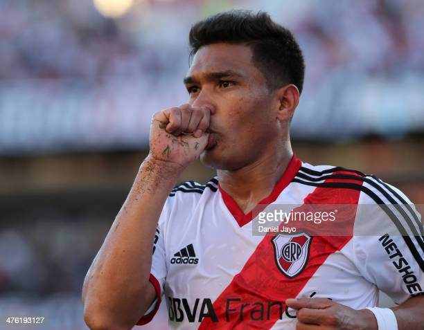 Teofilo Gutierrez of River Plate celebrates after scoring during a match between River Plate and San Lorenzo as part of Torneo Final 2014 at...