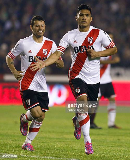 Teofilo Gutierrez of River Plate celebrates after scoring the first goal of his team during a match between Lanus and River Plate as part of ninth...