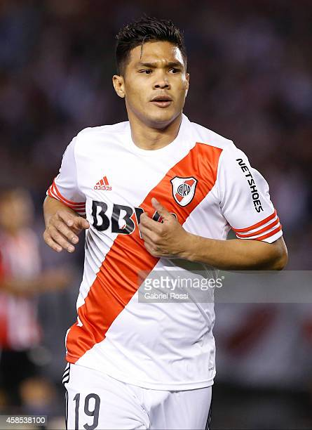 Teofilo Gutierrez of River Plate celebrates after scoring the opening goal during a second leg quarter final match between River Plate and...