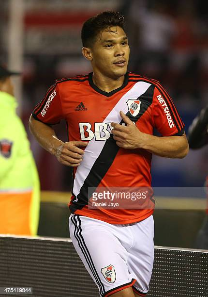 Teofilo Gutierrez of River Plate celebrates after scoring the opening goal during a match between River Plate and Rosario Central as part of 14th...