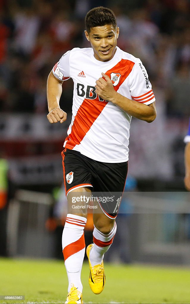 <a gi-track='captionPersonalityLinkClicked' href=/galleries/search?phrase=Teofilo+Gutierrez&family=editorial&specificpeople=5901237 ng-click='$event.stopPropagation()'>Teofilo Gutierrez</a> of River Plate celebrates after scoring the third goal of his team during a match between River Plate and San Jose as part of Group 6 of Copa Bridgestone Libertadores 2015 at Monumental Antonio Vespucio Liberti Stadium on April 15, 2015 in Buenos Aires, Argentina.
