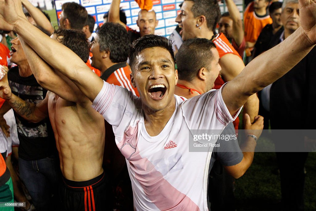 <a gi-track='captionPersonalityLinkClicked' href=/galleries/search?phrase=Teofilo+Gutierrez&family=editorial&specificpeople=5901237 ng-click='$event.stopPropagation()'>Teofilo Gutierrez</a> of River Plate celebrates after winning a second leg semifinal match between River Plate and Boca Juniors as part of Copa Total Sudamericana 2014 at Monumental Antonio Vespucio Liberti Stadium on November 27, 2014 in Buenos Aires, Argentina.