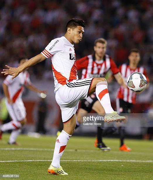 Teofilo Gutierrez of River Plate controls the ball during a second leg quarter final match between River Plate and Estudiantes as part of Copa Total...
