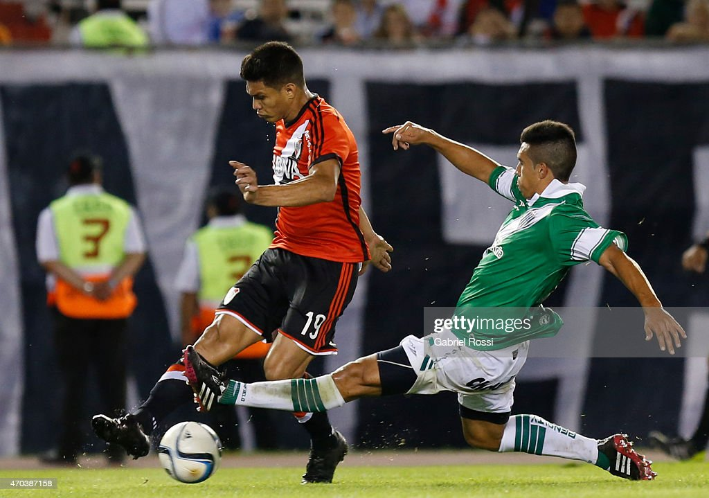 Teofilo Gutierrez of River Plate fights for the ball with Jorge Rodriguez of Banfield during a match between River Plate and Banfield as part of 10th round of Torneo Primera Division 2015 at Monumental Antonio Vespucio Liberti Stadium on April 19, 2015 in Buenos Aires, Argentina.