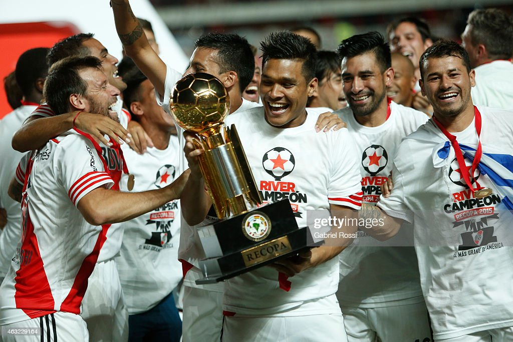 Teofilo Gutierrez of River Plate holds the trophy as he celebrates with his teammates after winning the second leg match between San Lorenzo and...