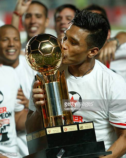 Teofilo Gutierrez of River Plate kisses the trophy as he celebrates with his teammates after winning the second leg match between San Lorenzo and...