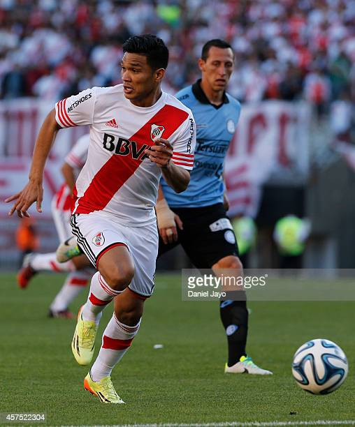 Teofilo Gutierrez of River Plate plays the ball during a match between River Plate and Belgrano as part of round 12th of Torneo de Transicion 2014 at...