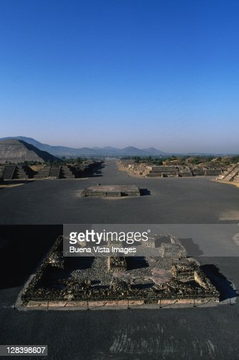 Teotihuacan ruins, The Avenue of Deads : Stock Photo