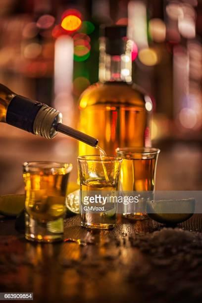 Shots de tequila con limón
