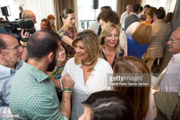 Espejo stock photos and pictures getty images - Terelu campos frente al espejo ...