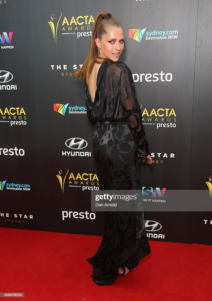 <a gi-track='captionPersonalityLinkClicked' href=/galleries/search?phrase=Teresa+Palmer&family=editorial&specificpeople=612319 ng-click='$event.stopPropagation()'>Teresa Palmer</a> poses on the red carpet for the 5th AACTA Awards at The Star on December 9, 2015 in Sydney, Australia.