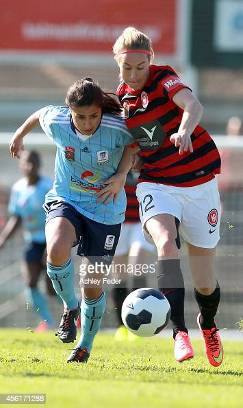 Teresa Polias of Sydney FC contests the ball with Hannah Beard of the Wanderers during the round three WLeague match between the Western Sydney...
