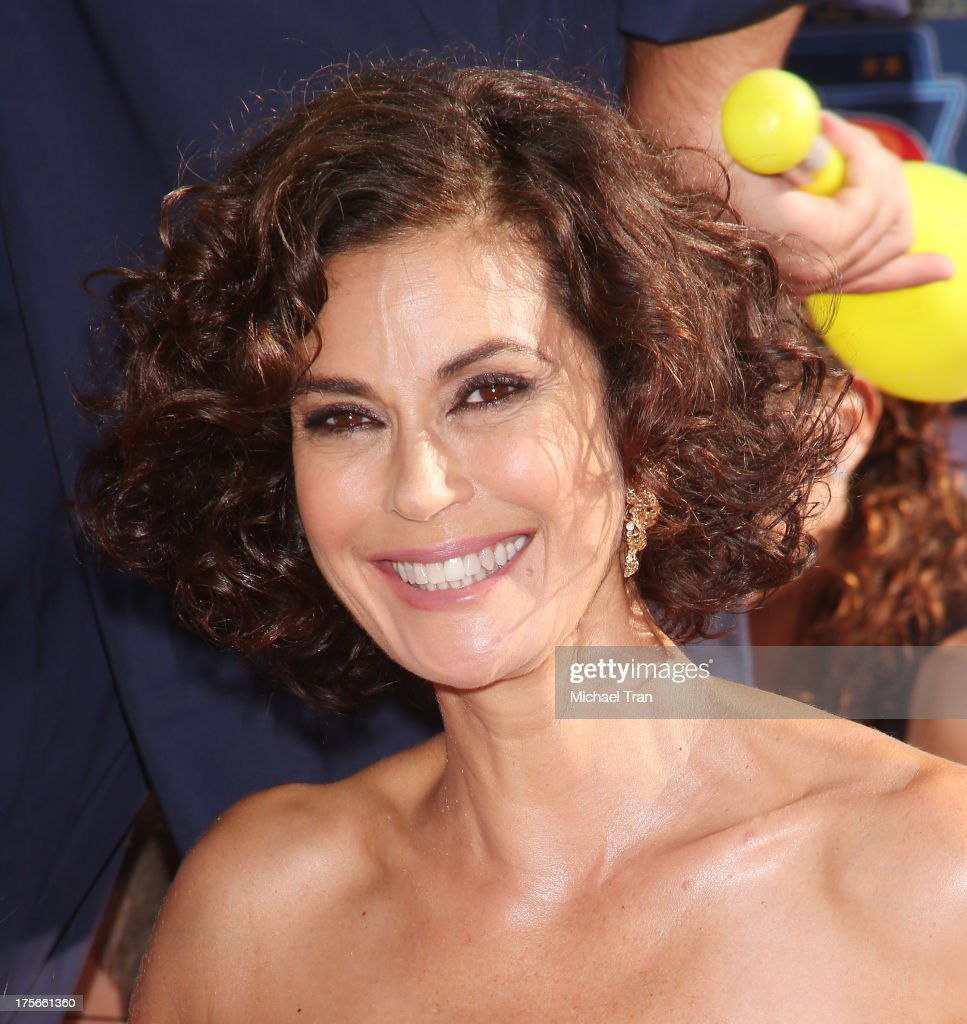 <a gi-track='captionPersonalityLinkClicked' href=/galleries/search?phrase=Teri+Hatcher&family=editorial&specificpeople=202145 ng-click='$event.stopPropagation()'>Teri Hatcher</a> arrives at the Los Angeles premiere of 'Planes' held at the El Capitan Theatre on August 5, 2013 in Hollywood, California.
