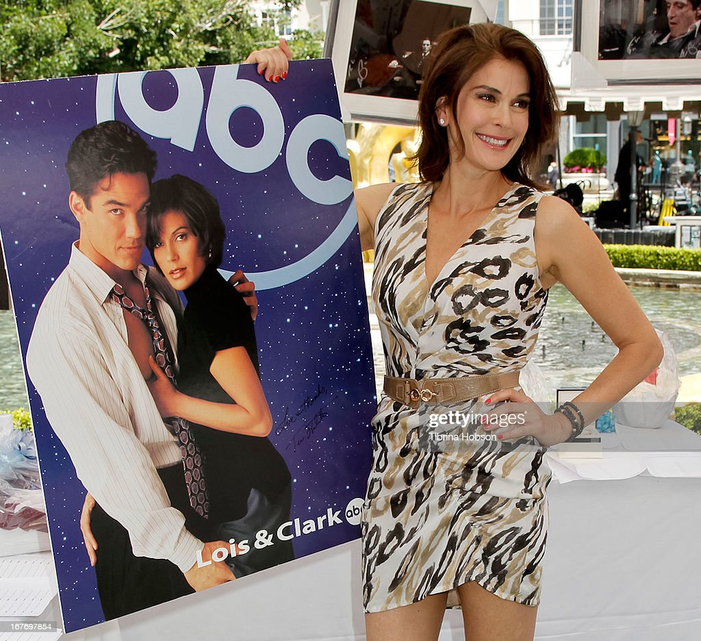 Teri Hatcher attends the celebrity yard sale and auction benefiting Juvenile Arthritis Association at The Americana at Brand on April 27, 2013 in Glendale, California.