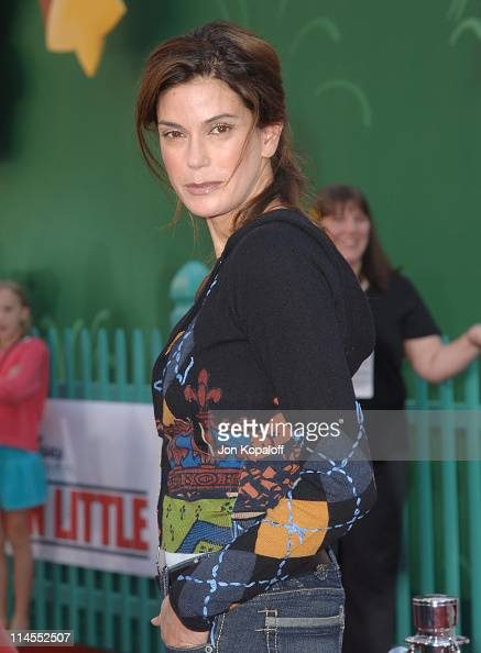 Teri Hatcher during 'Chicken Little' Los Angeles Premiere Arrivals at El Capitan Theater in Hollywood California United States