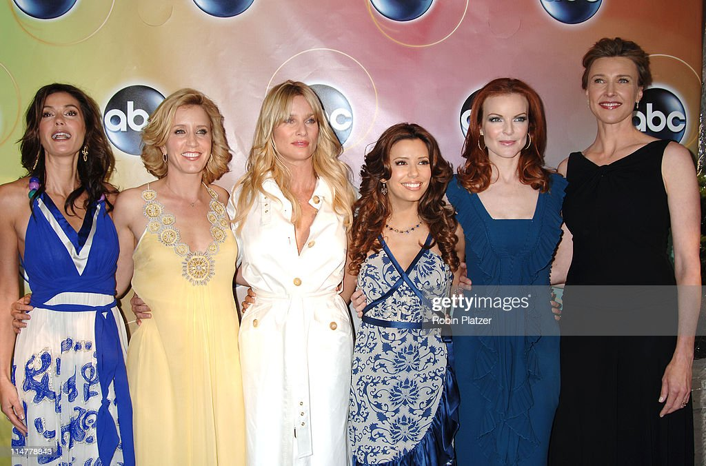 Teri Hatcher, Felicity Huffman, Nicollette Sheridan, Eva Longoria, Marcia Cross and Brenda Strong of' Desperate Housewives '