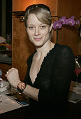Teri Polo during 2005 Oscar's Award Lounge Hosted by Extra at The Century Plaza Hotel Extra Suite in Hollywood California United States