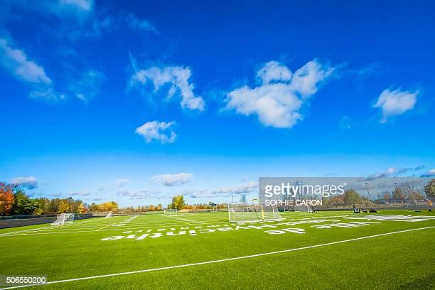 Terrain de soccer. Surface synthétique.