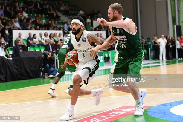 Terran Petteway of Nanterre and Maarten Leunen of Sidigas Avellino during the Basketball Champions League match between Nanterre 92 and Sidigas...
