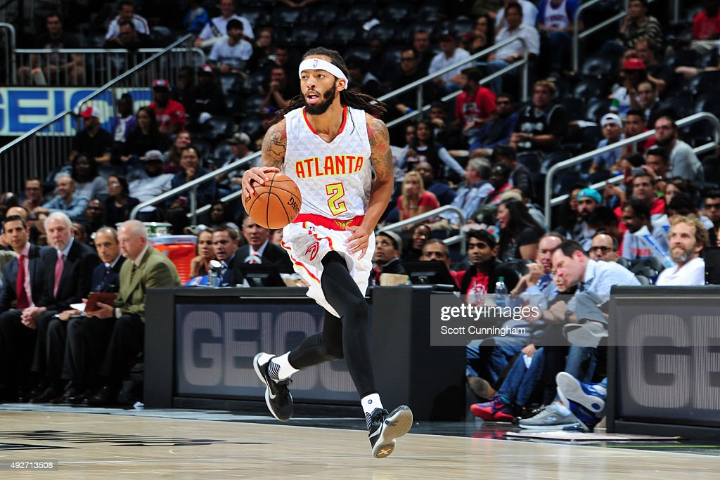 <a gi-track='captionPersonalityLinkClicked' href=/galleries/search?phrase=Terran+Petteway&family=editorial&specificpeople=8710286 ng-click='$event.stopPropagation()'>Terran Petteway</a> #2 of the Atlanta Hawks brings the ball up court against the San Antonio Spurs on October 14, 2015 at Philips Arena in Atlanta, Georgia.