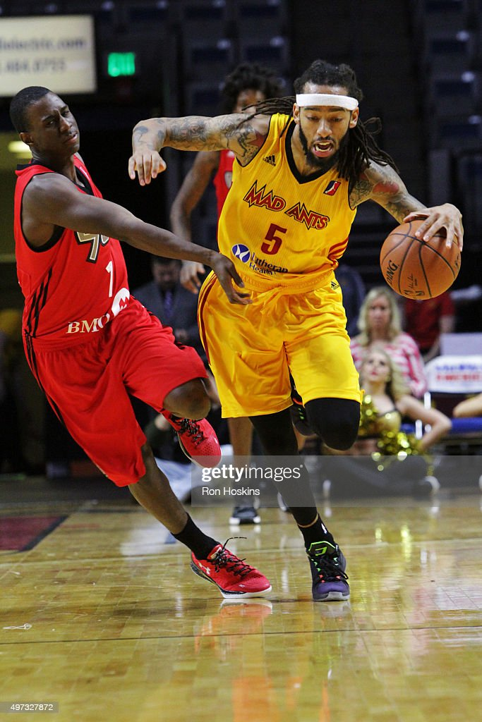 Terran Pittway #5 of the Fort Wayne Mad Ants battles <a gi-track='captionPersonalityLinkClicked' href=/galleries/search?phrase=Shannon+Scott+-+Basketball+Player&family=editorial&specificpeople=12545041 ng-click='$event.stopPropagation()'>Shannon Scott</a> #1 of the Raptors 905 during their NBDL game at Memorial Coliseum November 15, 2015 in Fort Wayne, Indiana.