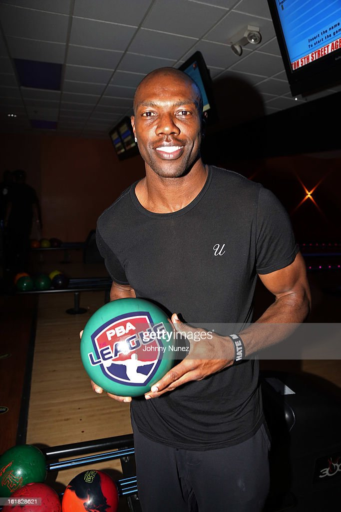 <a gi-track='captionPersonalityLinkClicked' href=/galleries/search?phrase=Terrell+Owens&family=editorial&specificpeople=179474 ng-click='$event.stopPropagation()'>Terrell Owens</a> attends The King Pin Celebrity Bowling Challenge, hosted by La La Anthony and Fabolous at 300 Houston on February 16, 2013, in Houston, Texas.