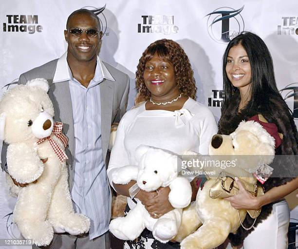Terrell Owens his mother Marilyn and his date Felicia