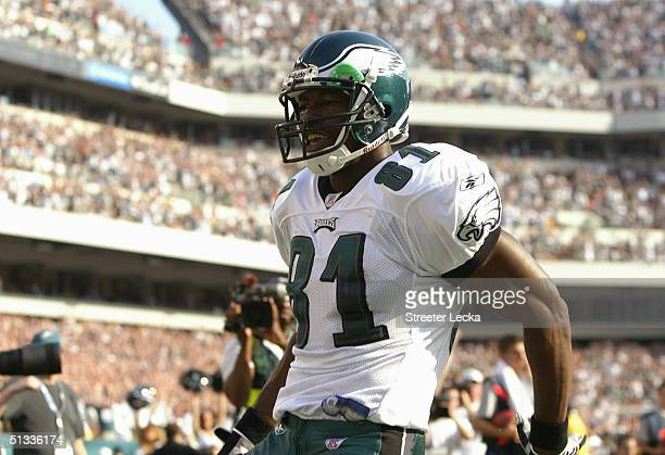 Terrell Owens of the Philadelphia Eagles celebrates his 20 yard touchdown reception in the corner of the end zone against the New York Giants at 624...
