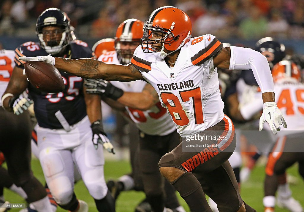 <a gi-track='captionPersonalityLinkClicked' href=/galleries/search?phrase=Terrelle+Pryor&family=editorial&specificpeople=4420918 ng-click='$event.stopPropagation()'>Terrelle Pryor</a> #87 of the Cleveland Browns runs around end against the Chicago Bears during a preseason game at Soldier Field on September 3, 2015 in Chicago, Illinois. The Bears defeated the Browns 24-0.