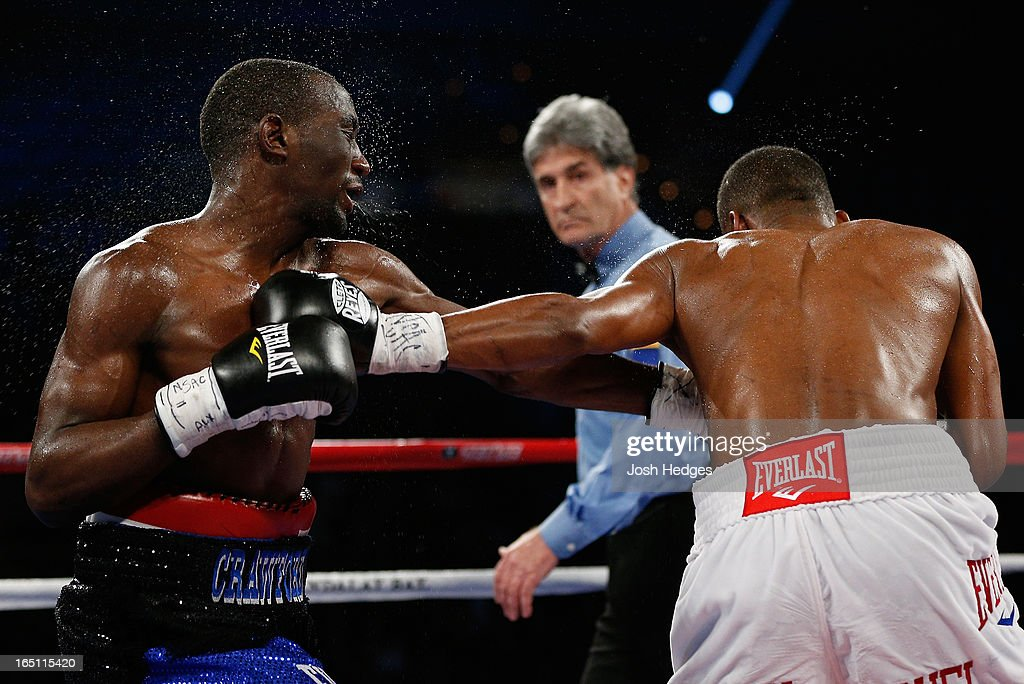<a gi-track='captionPersonalityLinkClicked' href=/galleries/search?phrase=Terrence+Crawford+-+Joueur+de+basketball&family=editorial&specificpeople=2476305 ng-click='$event.stopPropagation()'>Terrence Crawford</a> and Bredis Prescott trade punches in their junior welterweight bout at the Mandalay Bay Events Center on March 30, 2013 in Las Vegas, Nevada.