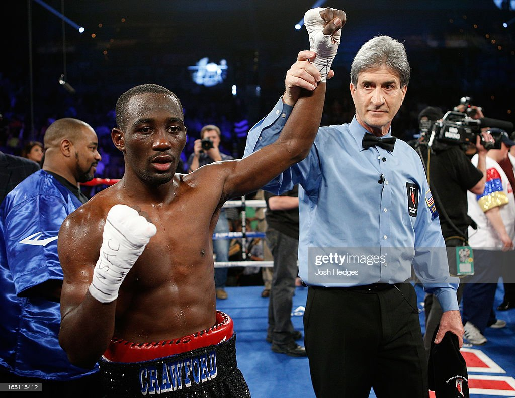 <a gi-track='captionPersonalityLinkClicked' href=/galleries/search?phrase=Terrence+Crawford+-+Jogador+de+basquetebol&family=editorial&specificpeople=2476305 ng-click='$event.stopPropagation()'>Terrence Crawford</a> reacts after defeating Bredis Prescott in their junior welterweight bout at the Mandalay Bay Events Center on March 30, 2013 in Las Vegas, Nevada.