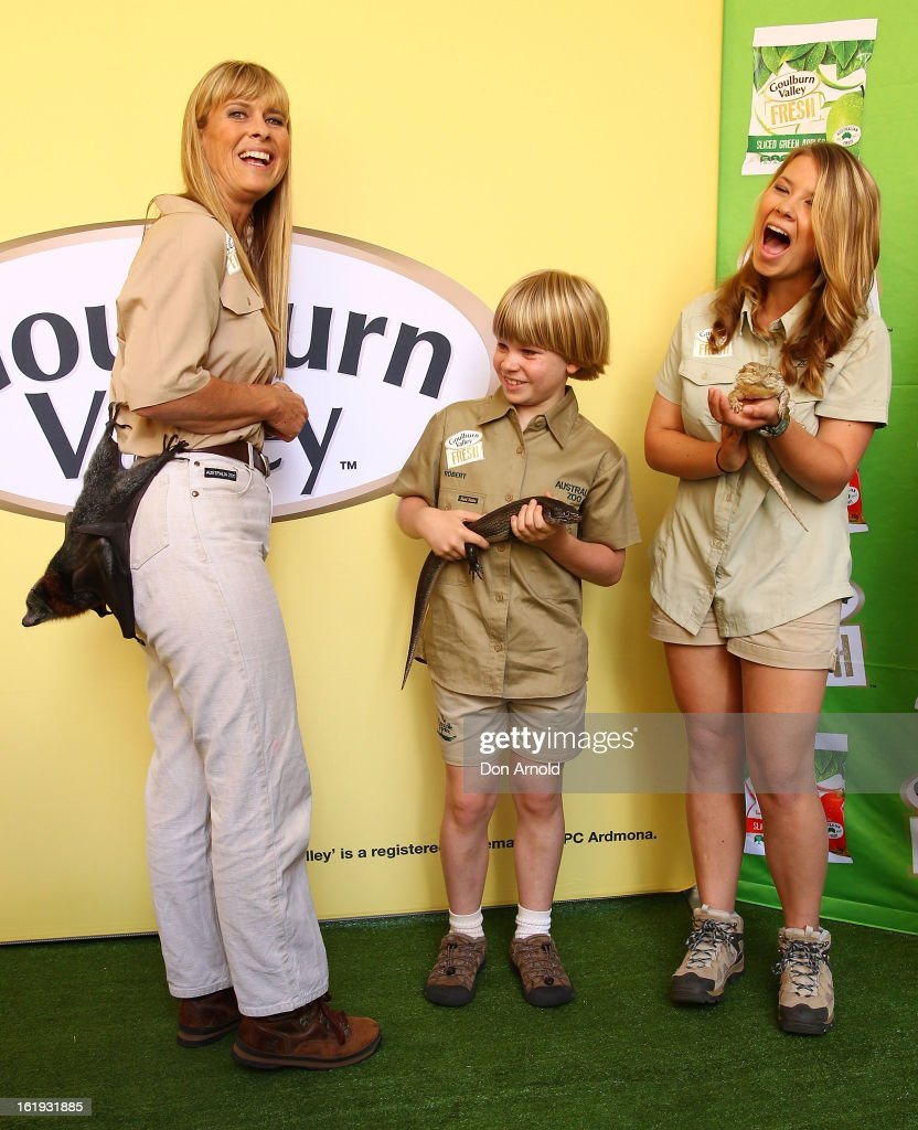 <a gi-track='captionPersonalityLinkClicked' href=/galleries/search?phrase=Terri+Irwin&family=editorial&specificpeople=3090462 ng-click='$event.stopPropagation()'>Terri Irwin</a>, Robert Irwin and <a gi-track='captionPersonalityLinkClicked' href=/galleries/search?phrase=Bindi+Irwin&family=editorial&specificpeople=3090449 ng-click='$event.stopPropagation()'>Bindi Irwin</a> pose with a bat and some lizards during the Goulburn Valley Fresh launch at Martin Place on February 18, 2013 in Sydney, Australia.