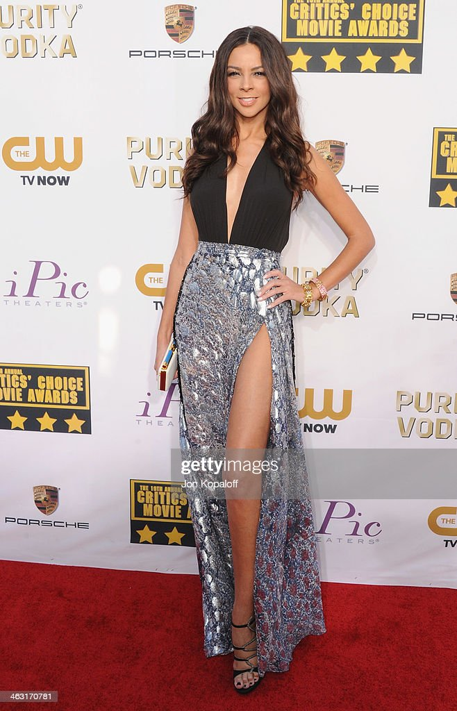 <a gi-track='captionPersonalityLinkClicked' href=/galleries/search?phrase=Terri+Seymour&family=editorial&specificpeople=226697 ng-click='$event.stopPropagation()'>Terri Seymour</a> arrives at the 19th Annual Critics' Choice Movie Awards at Barker Hangar on January 16, 2014 in Santa Monica, California.