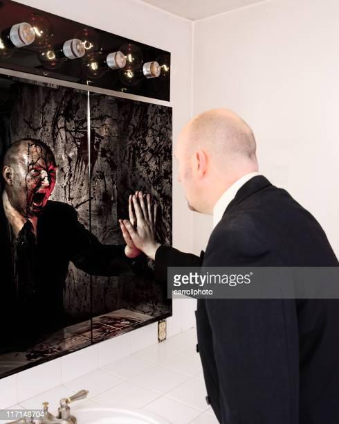 Spaventoso specchio riflesso