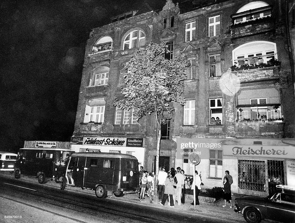 Terrorism in germany red army faction police operation at a house in berlin steglitz where