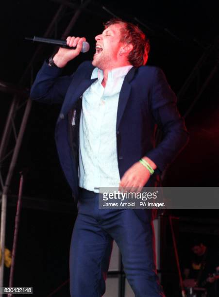 Terrorvision lead singer Tony Wright performs on stage during the annual music festival Guildford Live 2000 at Stoke Park